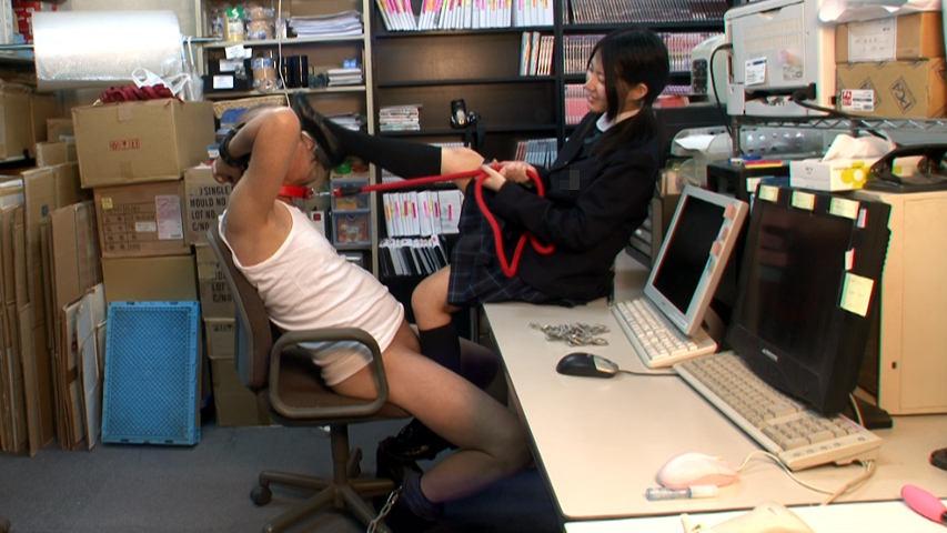 女子校生のローファーを舐める